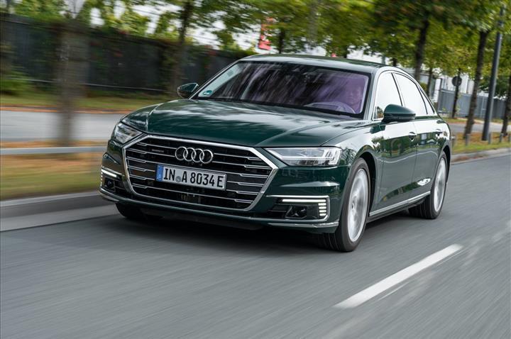 Audi'nin amiral gemisi elektriklendi: İşte plug-in hybrid motorlu A8 L
