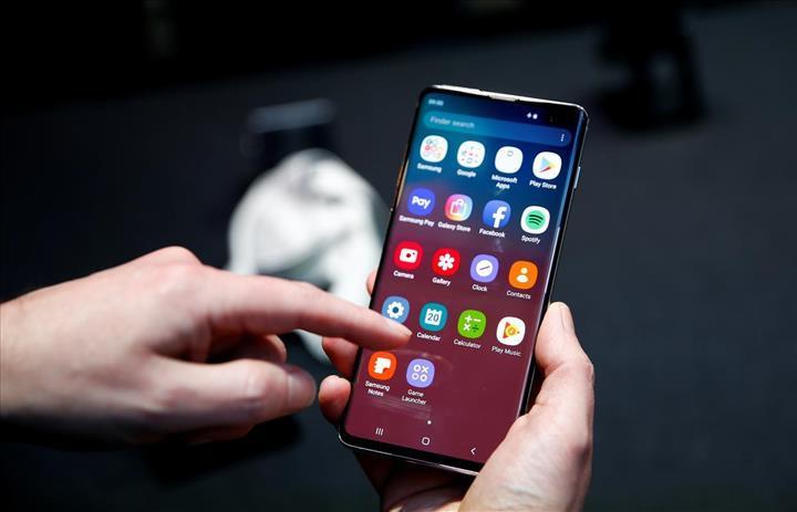 Samsung, Galaxy S10'daki parmak izi kilidi açığını düzeltecek