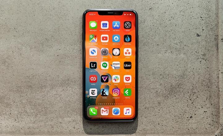 iPhone 11 başarılı olursa iPhone 12 de LCD ekranla gelebilir