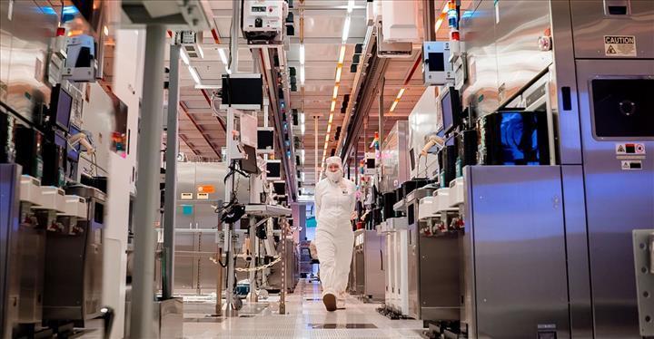 Intel yeniden dünyanın en büyük yarı iletken tedarikçisi oldu