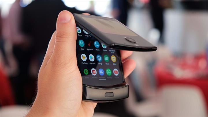 Samsung Galaxy Fold 2 kapaklı telefonlar gibi katlanacak