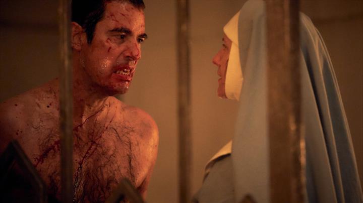 Dracula mini dizisi 4 Ocak'ta Netflix'e geliyor