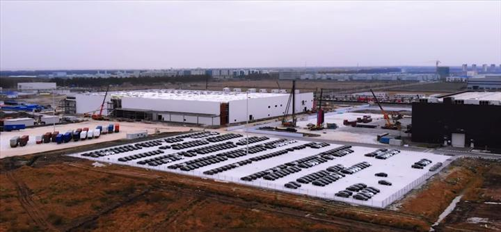 Tesla, Çin'de ürettiği Model 3'lerin teslimatına nihayet pazartesi günü başlıyor