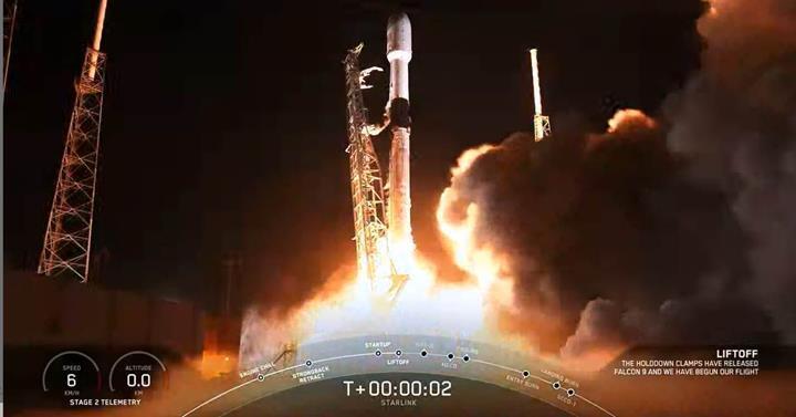 SpaceX, yeni Starlink uydularını uzaya gönderdi: İşte muhteşem görüntüler