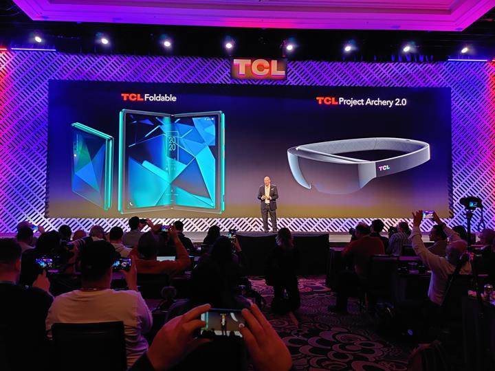 TCL, CES 2020'de katlanabilir telefonunu sergiledi