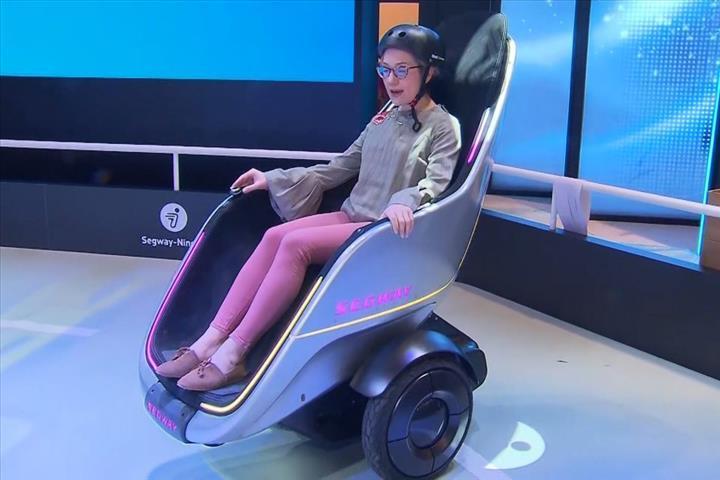 Segway'in tekerlekli koltuğu S-Pod tanıtıldı