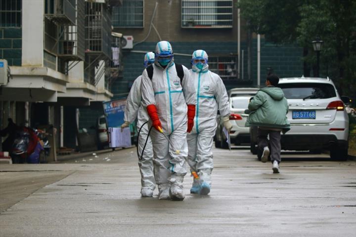 Çin'den gelen kargoyla koronavirüsü bulaşır mı? Profesörden açıklama: