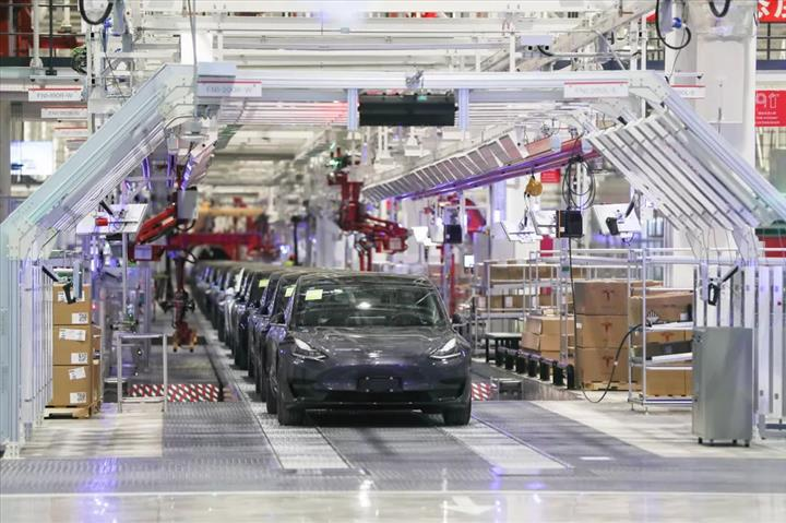 Çin, Koronavirüs nedeniyle Tesla'dan Şangay fabrikasını kapatmasını istiyor