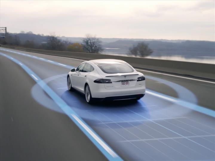 Tesla Autopilot özelliğinin çevreyi nasıl gördüğü, video olarak yayınlandı