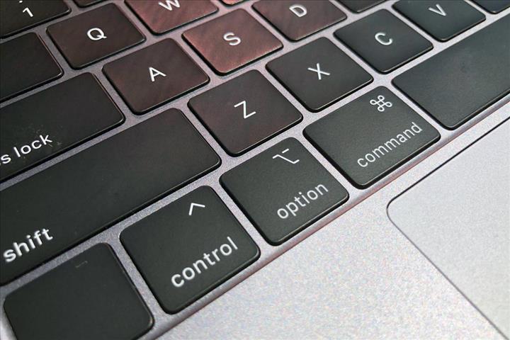 """Oscar ödüllü Taika Waititi, Apple MacBook klavyelerini eleştirdi: """"Yazmak imkansız, PC'ye dönmek istiyorum"""""""