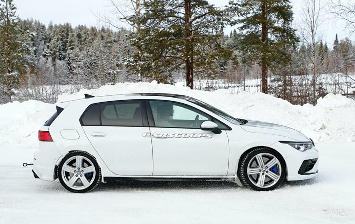 Yeni Volkswagen Golf R kış testlerinde görüntülendi