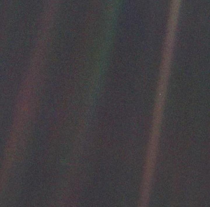 NASA'nın ikonik 'Soluk Mavi Nokta' fotoğrafına bir de böyle bakın