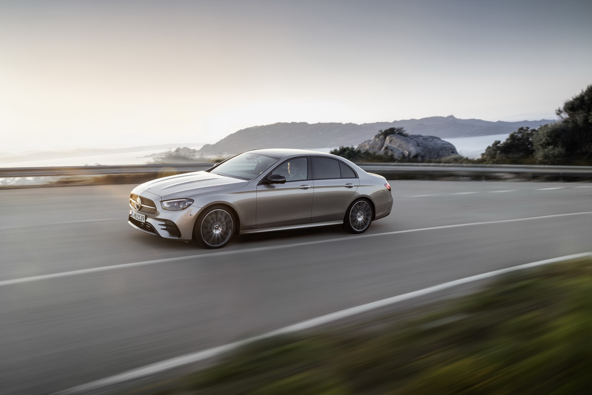 2020 Mercedes-Benz E-Serisi, yeni yüzü ve teknolojileriyle sahnede
