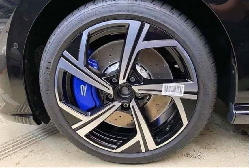 Yeni Volkswagen Golf R'ın kamuflajsız görüntüleri sızdırıldı