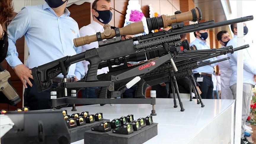 ASELSAN üretimi milli periskop ve tabanca refleks nişangâhları törenle teslim edildi