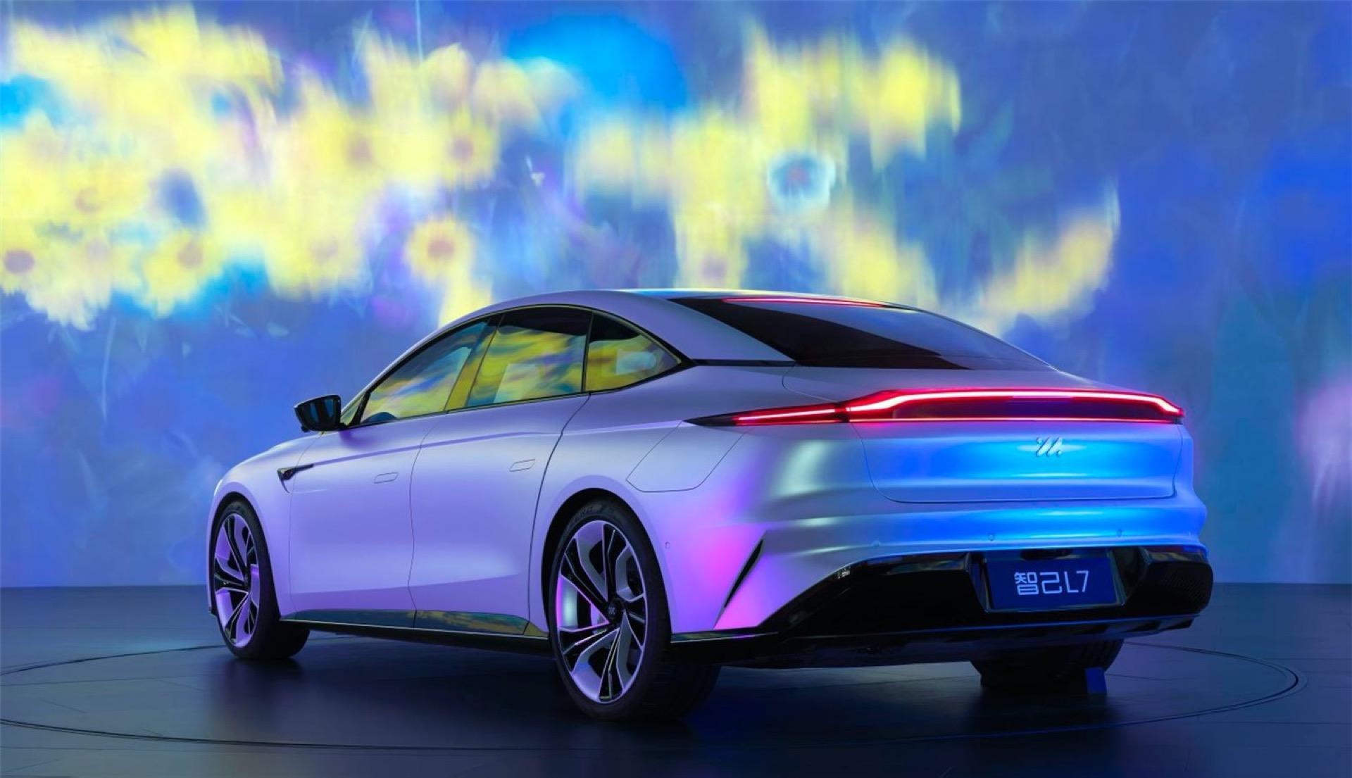 Kablosuz şarj özelliğine sahip elektrikli otomobil: Zhiji IM L7